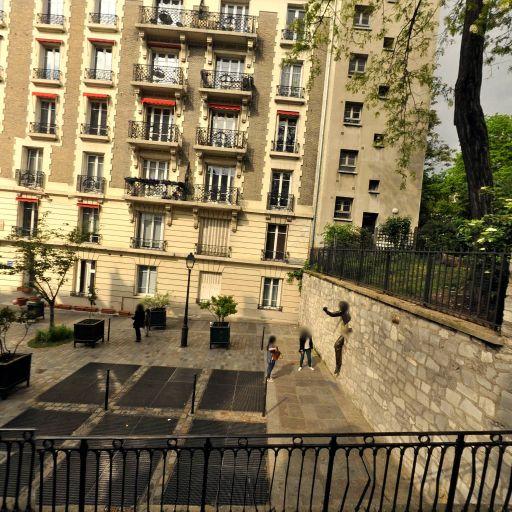 Le Passe-Muraille - Attraction touristique - Paris