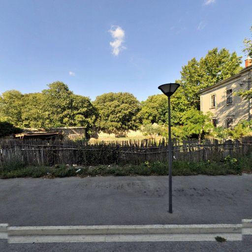 Chapelle de la Genouillade - Attraction touristique - Arles