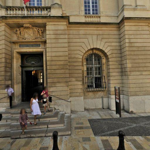 Hôtel-de-Ville - Attraction touristique - Arles