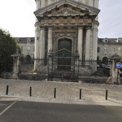 Centre hospitalier régional - Attraction touristique - Orléans