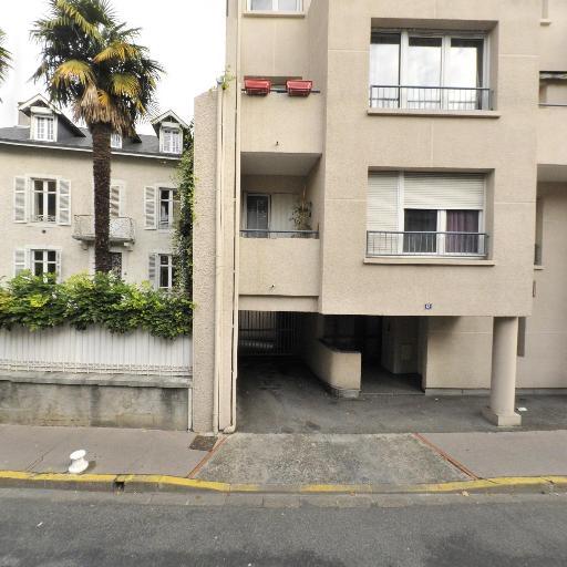 Cabinet de Genealogie des Antilles - Généalogiste - Pau