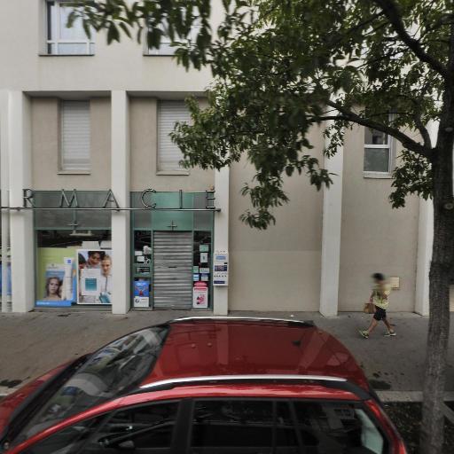Emc3a Selarl - Pharmacie - Lyon