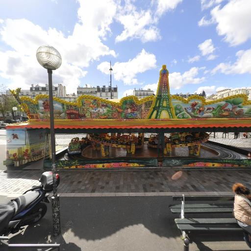 Manege Carioca - Parc et zone de jeu - Paris